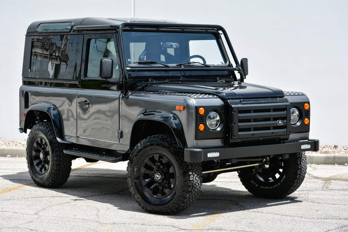 feast your eyes on this custom land rover defender. Black Bedroom Furniture Sets. Home Design Ideas