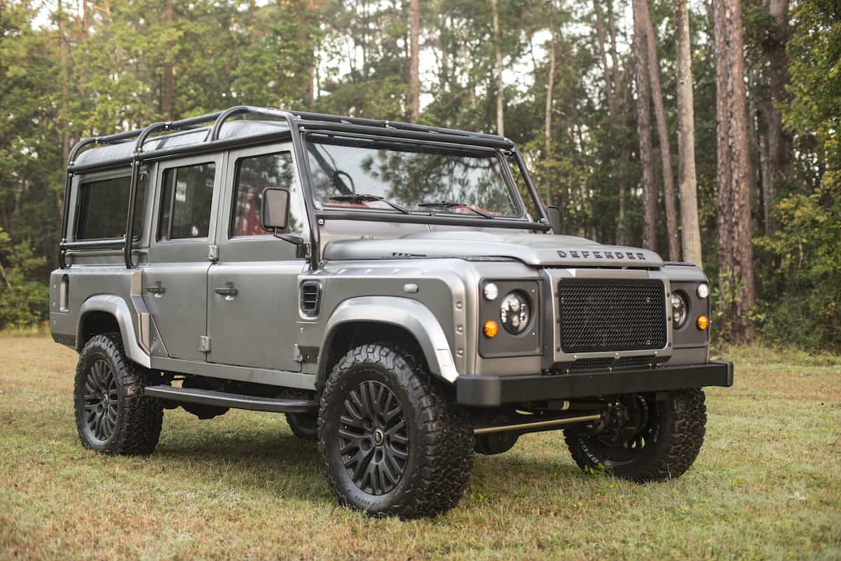 the land rover defender urban assault can survive a zombie. Black Bedroom Furniture Sets. Home Design Ideas